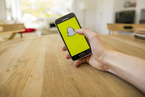 how businesses use snapchat